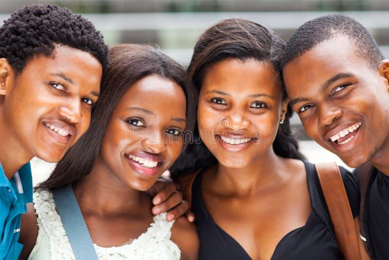 Estudiantes universitarios del afroamericano imagen de archivo libre de regalías