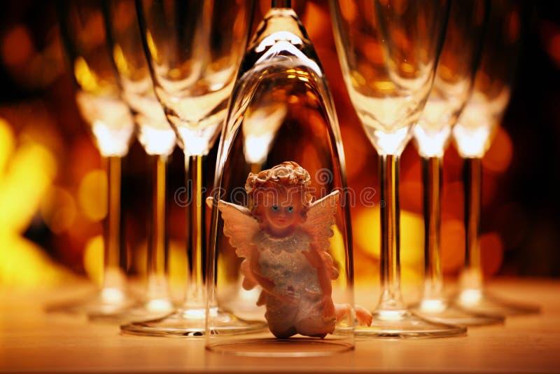 Estudio de cristal del ángel del champán de la boda imagenes de archivo