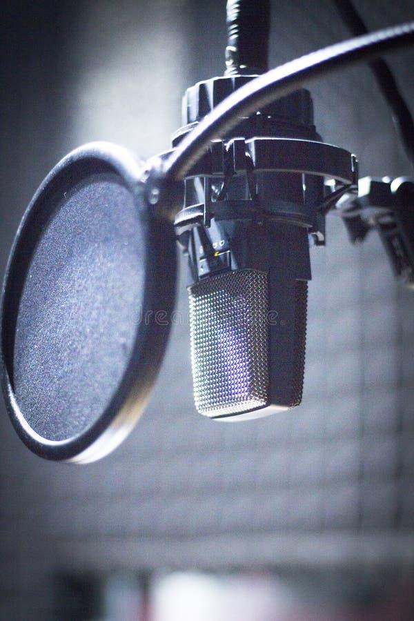 Estudio de grabación de los sonidos mic imagen de archivo