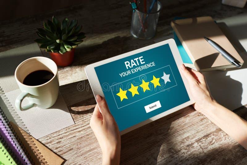 Estudio de la experiencia del cliente de la tarifa Servicio y satisfacci?n del cliente Clasificaci?n de cinco estrellas Concepto  fotografía de archivo