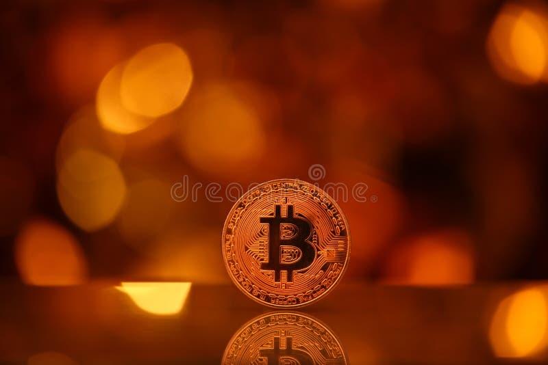 Estudio del bokeh del oro de moneda de Bitcoin fotografía de archivo libre de regalías