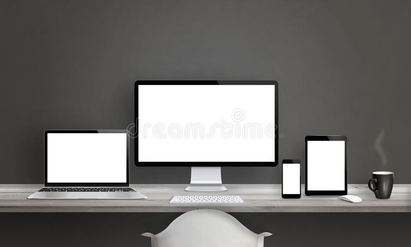 Estudio del diseñador web con diversos dispositivos ilustración del vector