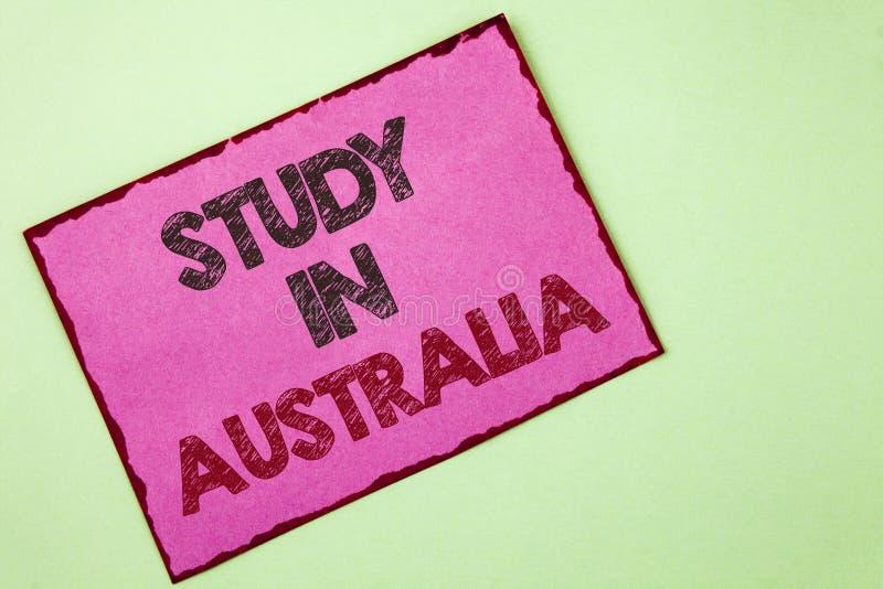 Estudio del texto de la escritura de la palabra en Australia Concepto del negocio para el graduado de la gran oportunidad de las  imagenes de archivo