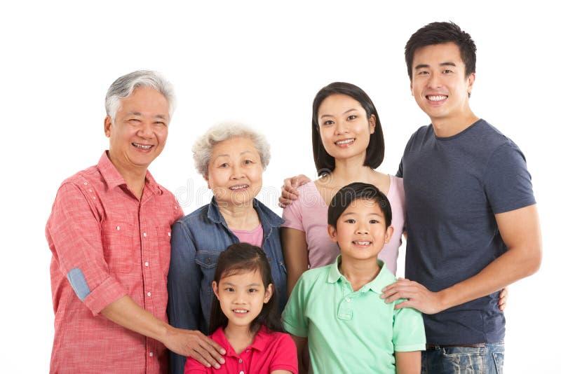 Estudio tirado de la familia china multigeneración foto de archivo