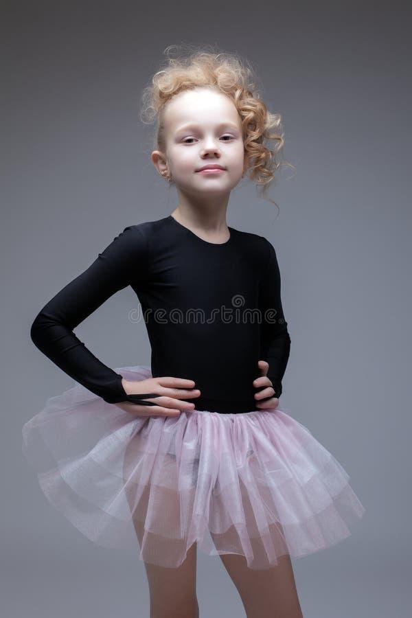 Estudio tirado de pequeño bailarín adorable imagenes de archivo