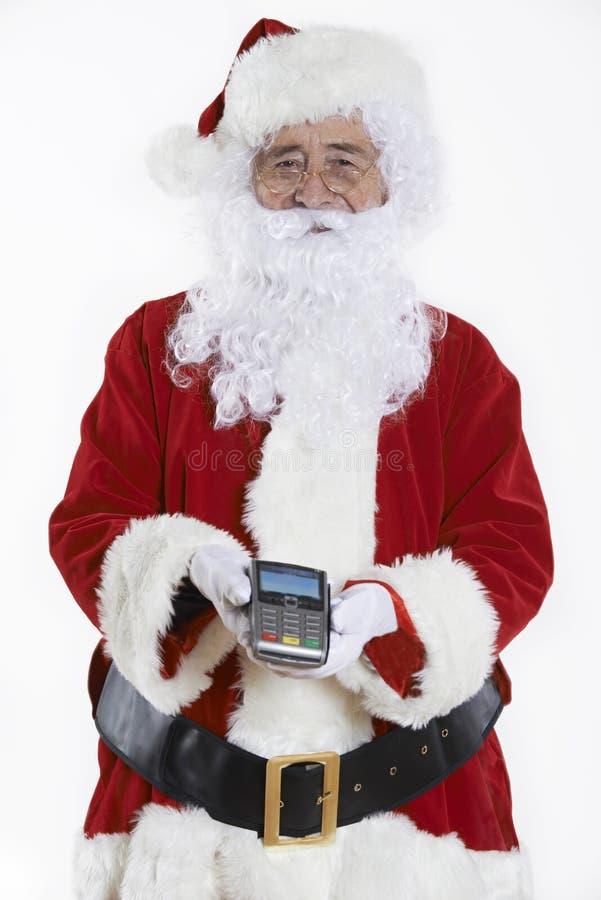 Estudio tirado de Santa Claus Holding Credit Card Reader fotos de archivo