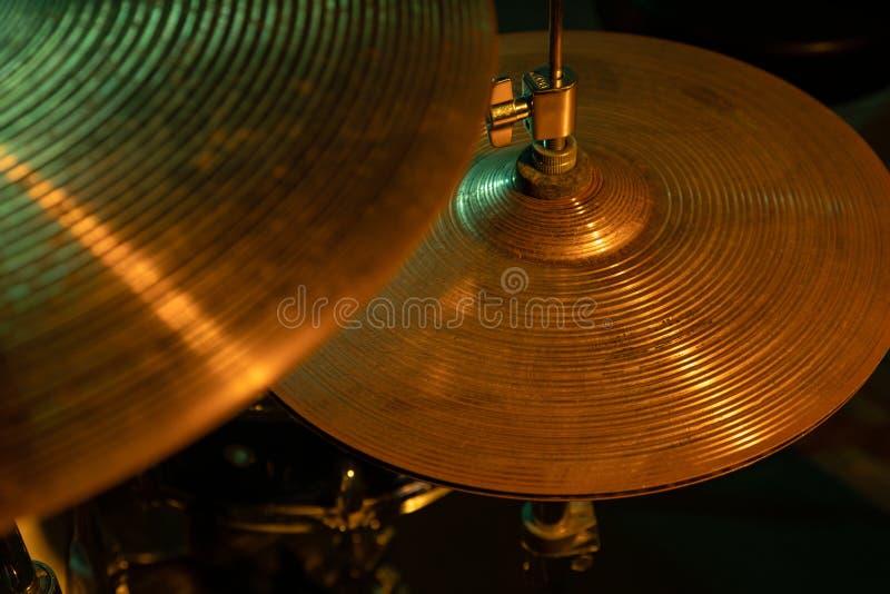 Estudio tirado de sistema del tambor de la banda de rock imagenes de archivo