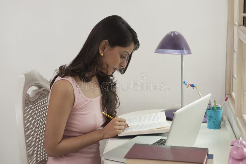 Estudo da mulher foto de stock royalty free