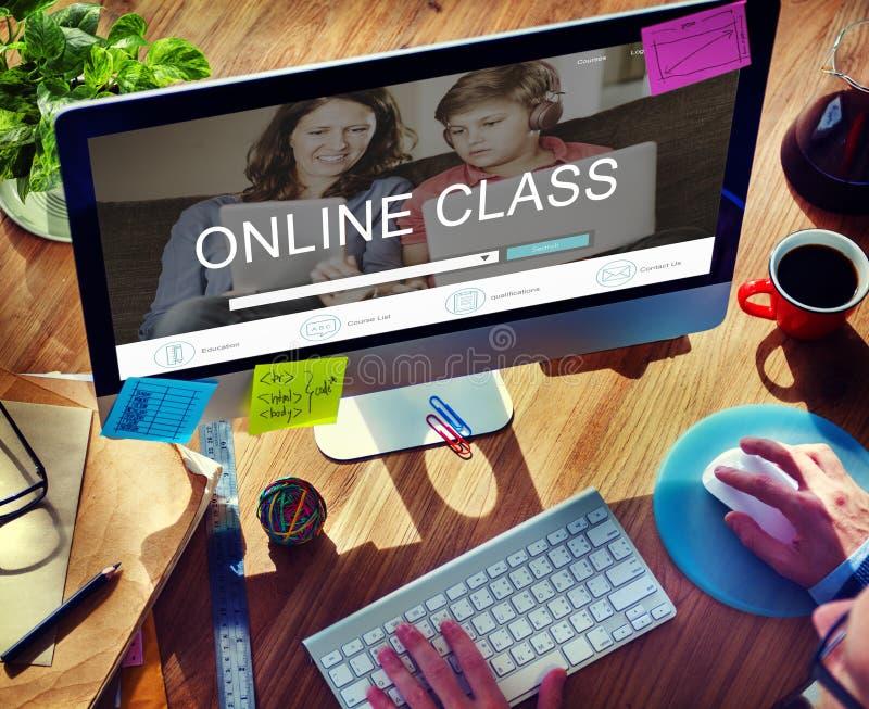 Estudo em linha do ensino eletrónico que aprende o conceito do Web site fotos de stock royalty free