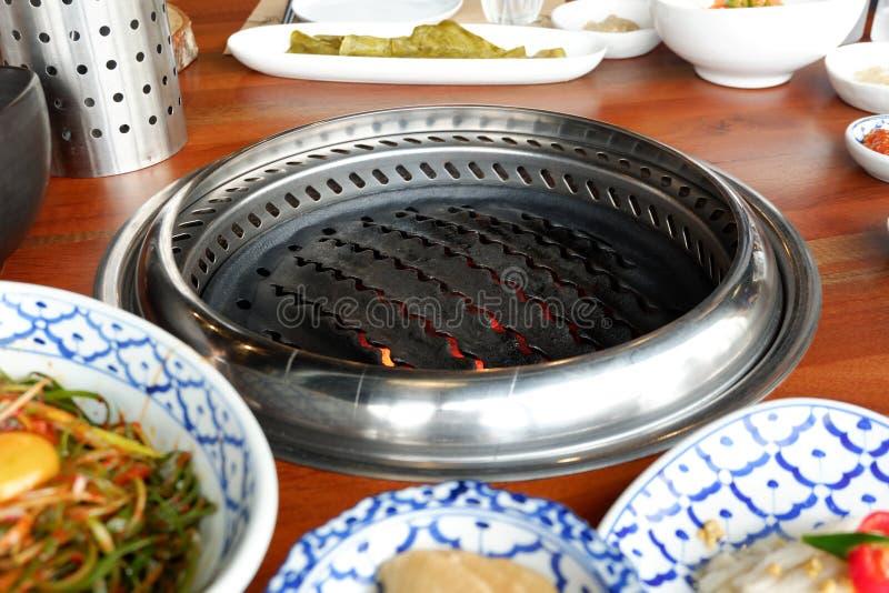 Estufa de asado a la parilla lista para utilizar para el Bbq coreano foto de archivo