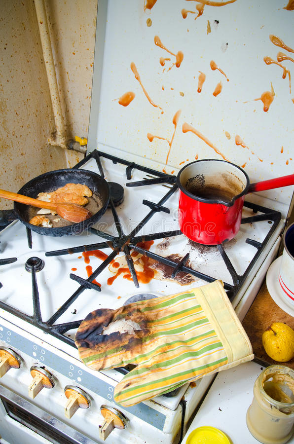 Estufa de cocina sucia foto de archivo. Imagen de chamuscado - 29441354