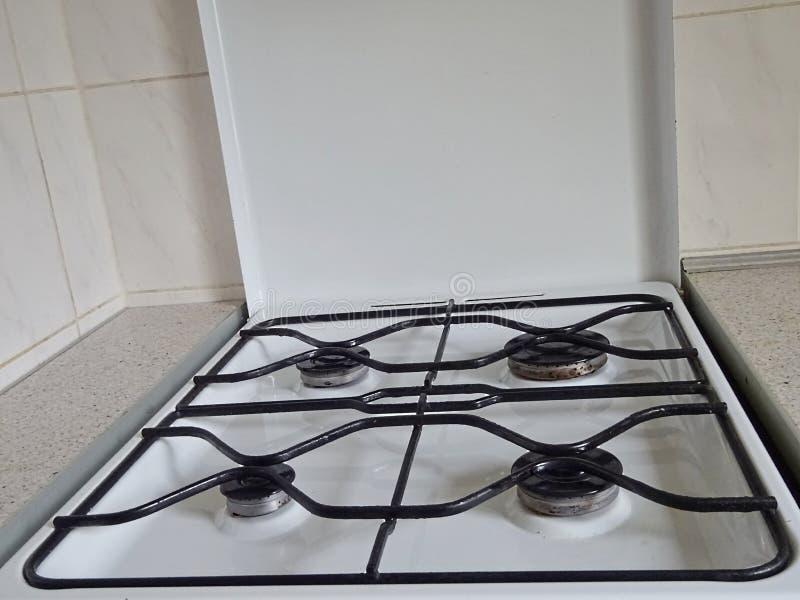 Estufa de gas abierta color blanco para cocinar en el combustible del butano del propano del gas natural del Syn-gas con 4 grande fotos de archivo libres de regalías