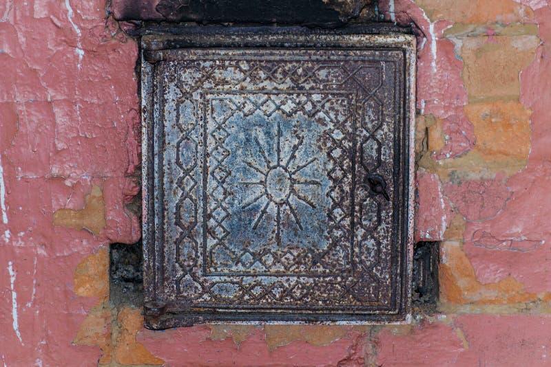Estufa rusa del ladrillo rojo fotografía de archivo
