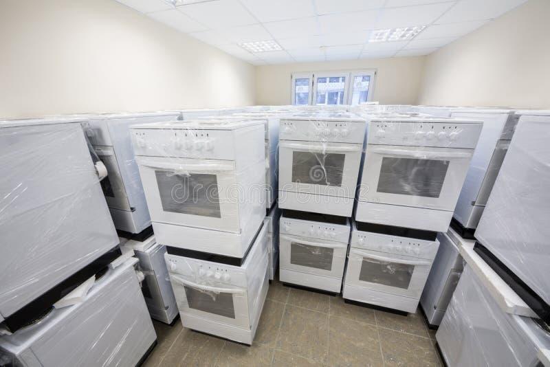 Estufas eléctricas del almacén claro foto de archivo