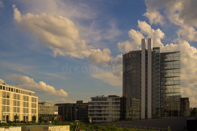 ESTUGARDA, ALEMANHA - MAIO 25,2018: O distrito de Europa isto é um prédio de escritórios novo, moderno do LBBW foto de stock royalty free