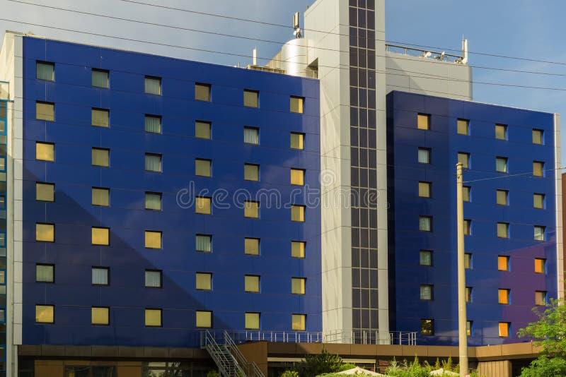 ESTUGARDA, ALEMANHA - MAIO 25,2018: O hotel SUPERIOR de Kongress este hotel grande, moderno e caro está em Maybachstrasse foto de stock