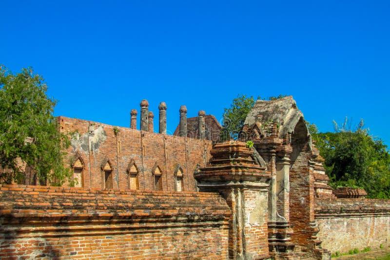 Estupa del antiguo parque histórico de Auttaya en Tailandia imagen de archivo
