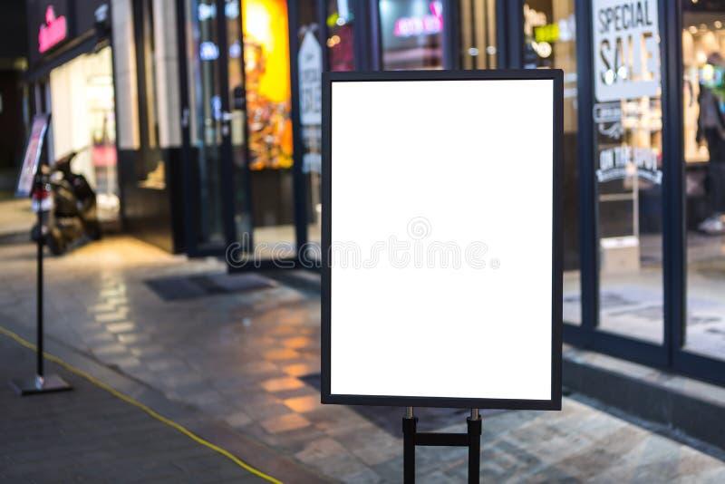 Esvazie assinam dentro a rua foto de stock