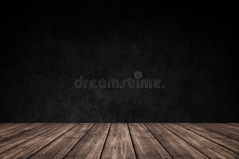 Esvazie o assoalho de madeira com fundo escuro do muro de cimento, para o produ imagens de stock royalty free