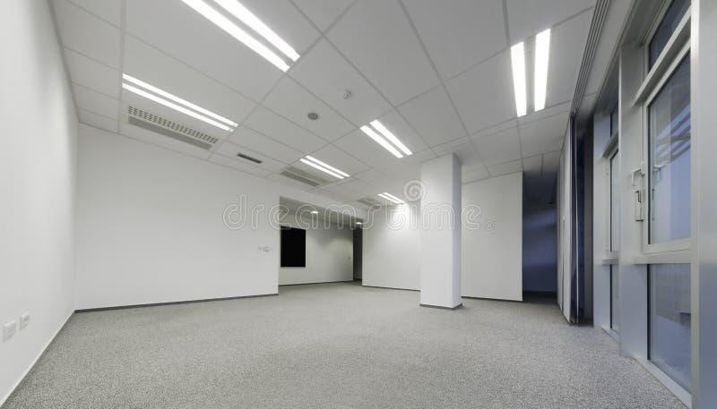 Esvazie o escritório branco imagens de stock royalty free