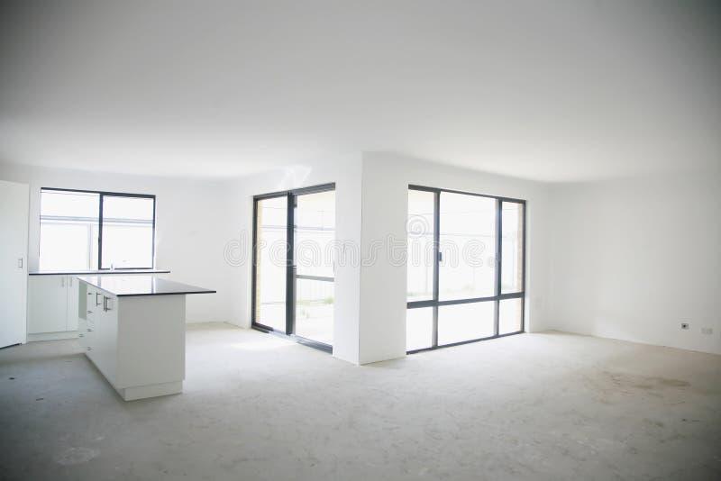 Esvazie o interior recentemente construído da casa imagens de stock royalty free