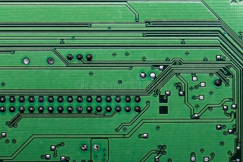 Esverdeie a placa de circuito do computador imagens de stock