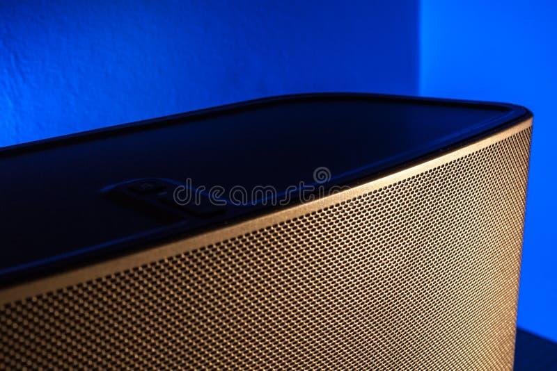 Or et haut-parleur bleu photo libre de droits
