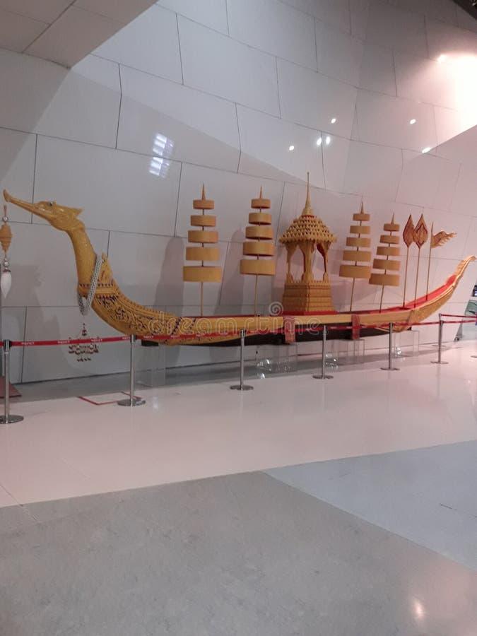et x22 ; Modèle royal Suphannahong et x22 de péniche ; images stock