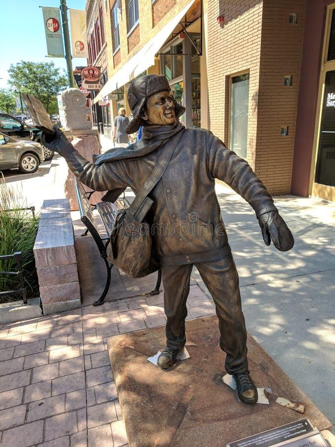 et x22 ; Paperboy& x22 ; par Lee Leuning et Sherri Treeby et x28 ; SD& x29 ; ; Sculpture sur Sioux Falls SculptureWalk et x28 ; 2 image stock