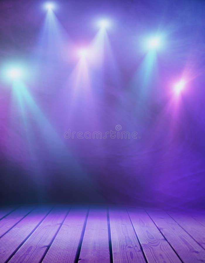 Etapa con humo púrpura imagen de archivo