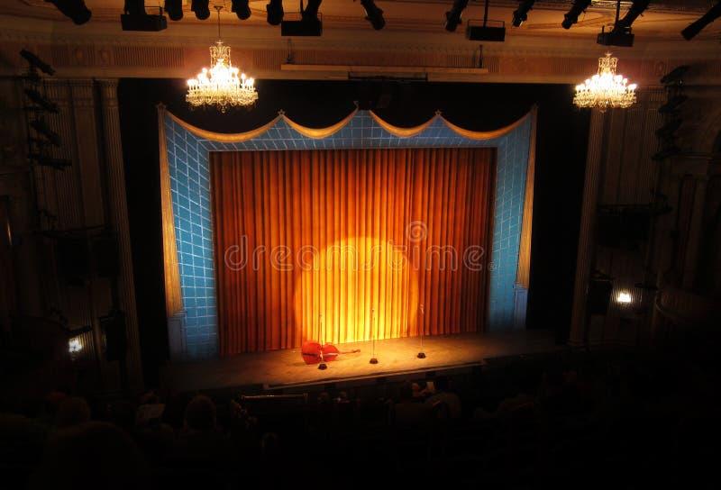 Etapa de Broadway con el proyector imagenes de archivo