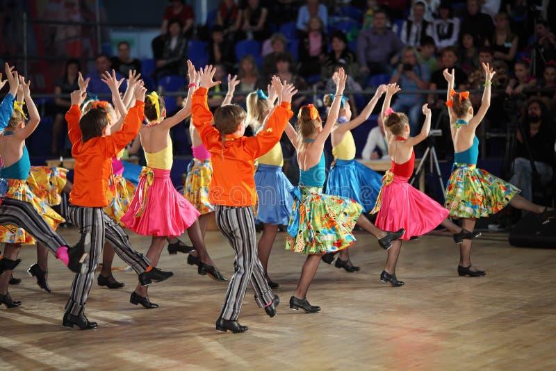 Etapa de dança das crianças IX no Olympiad da dança do mundo foto de stock