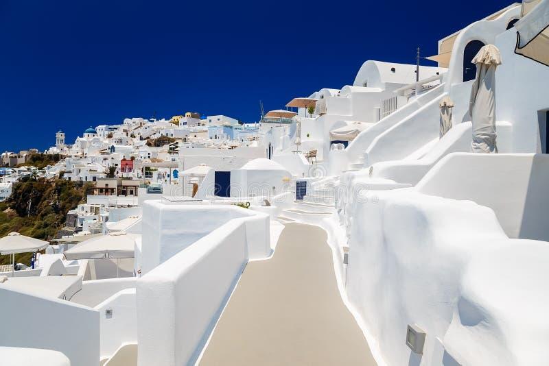 Etapas bonitas em Fira a maioria de hotel de luxo bonito da ilha de Santorini em Grécia fotos de stock