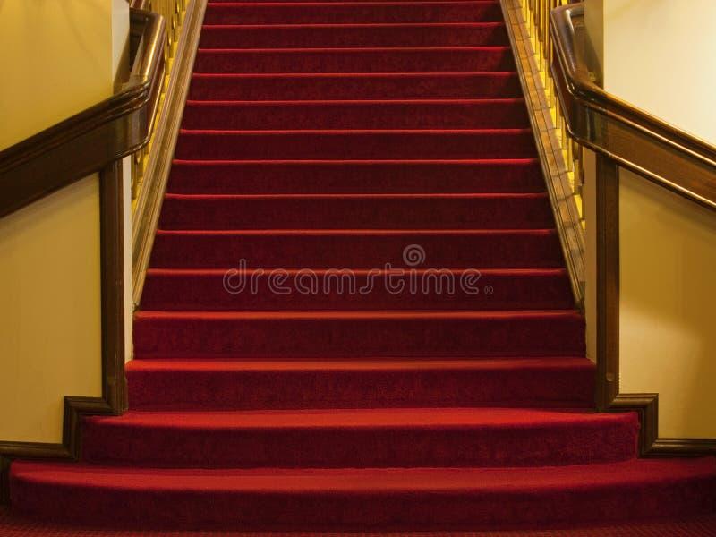 Download Etapas com tapete vermelho imagem de stock. Imagem de luxo - 16868887