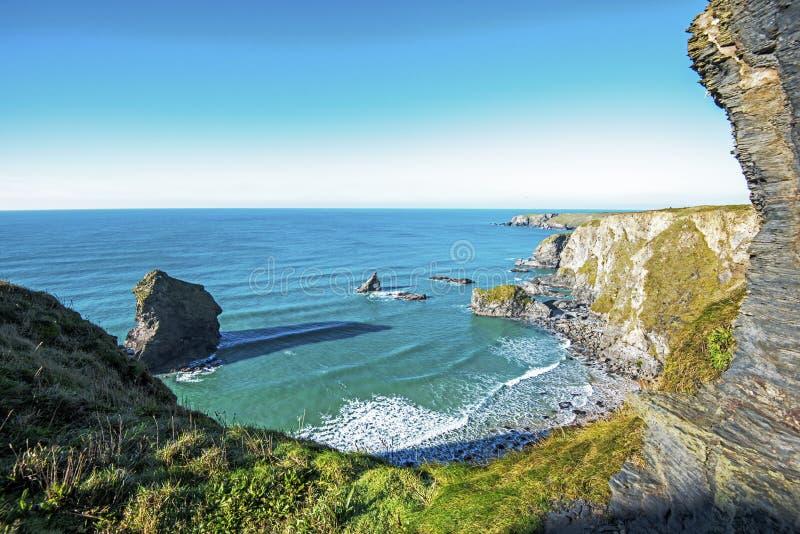 Etapas de Bedruthan vistas do norte, na costa bonita de Cornualha, Inglaterra imagens de stock