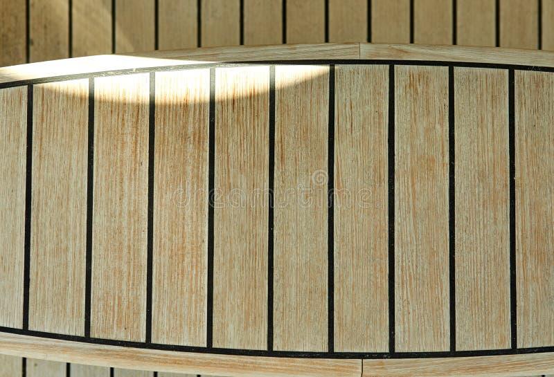 Etapas de madeira em um iate luxuoso no Mar Vermelho, fundo da textura imagens de stock