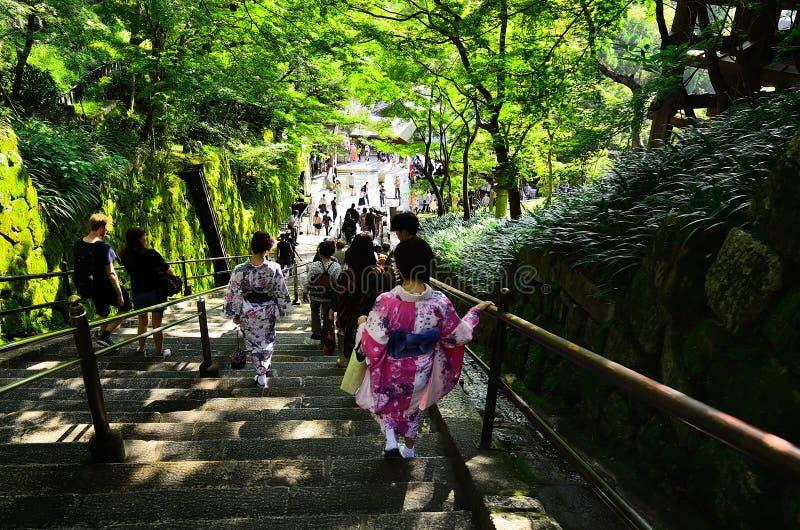 Etapas de pedra do templo de Kiyomizu em Kyoto Japão foto de stock royalty free