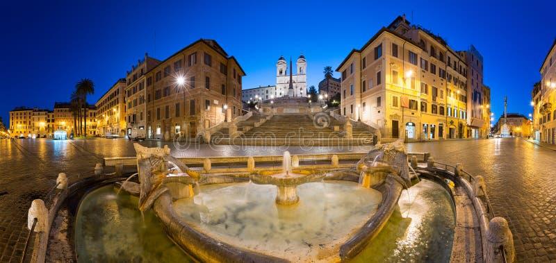 Etapas espanholas na noite, Roma, Itália fotografia de stock royalty free