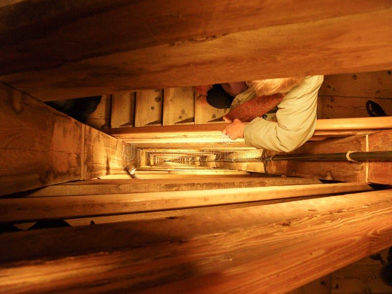 Etapas infinitas e escadas na mina de sal de Wieliczka, Polônia fotografia de stock