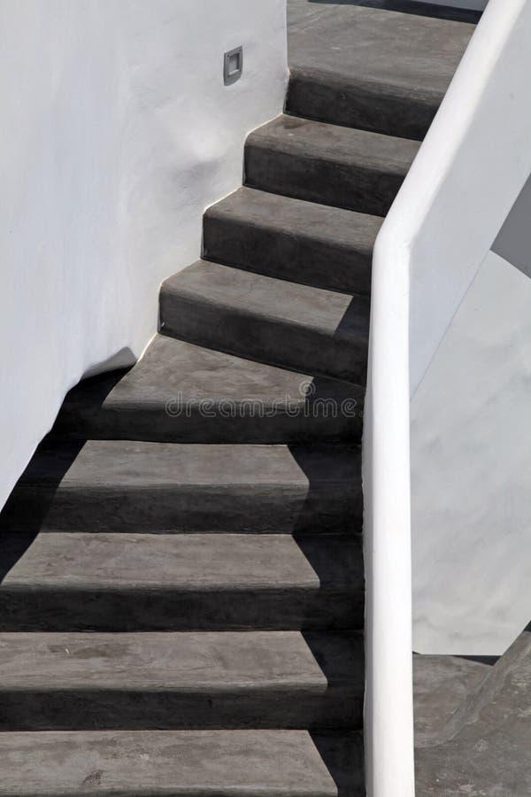 Etapas preto e branco em Oia, ilha de Santorini, Grécia fotografia de stock