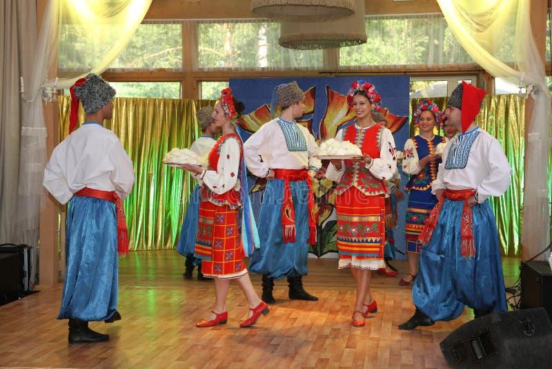 Etappen för Ð-¾ n är dansare och sångare, skådespelare, körmedlemmar, dansare av kår de balett, solister av den ukrainska kosackh royaltyfri bild