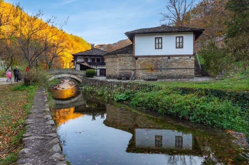ETARA, GABROVO, БОЛГАРИЯ октябрь 2018: Архитектурноакустическое этнографическое сложное Etar Etara около городка Gabrovo, Болгари стоковое фото