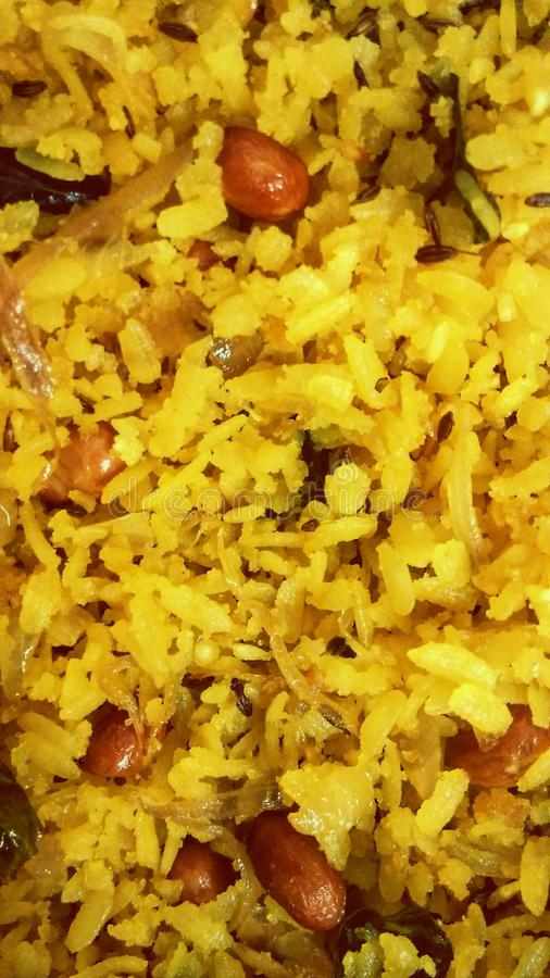 Etend poha maharashtrian Indisch gezond ontbijt zing danamungfali stock afbeeldingen