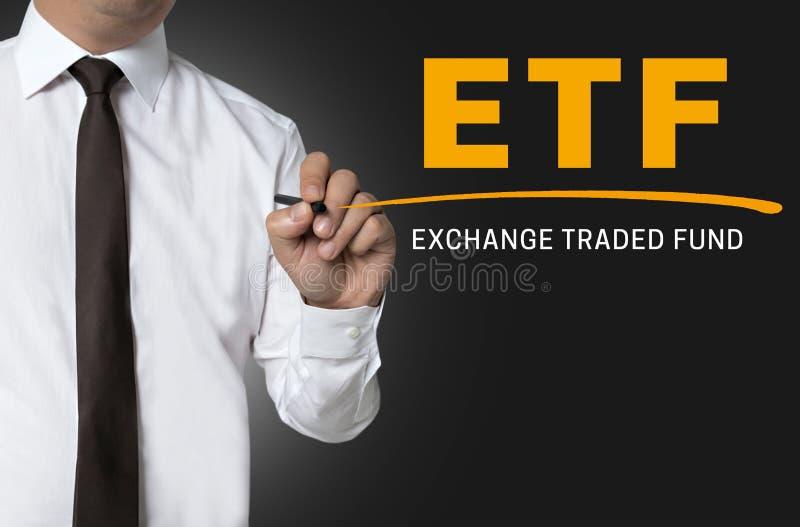 ETF é escrito pelo fundo do homem de negócios imagem de stock royalty free