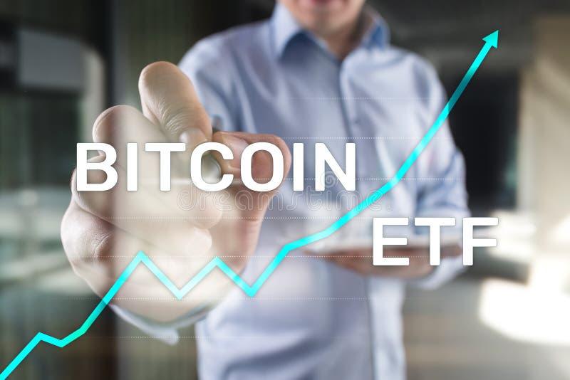 ETF Bitmoeda, conceito de fundo e criptomoedas negociado no Exchange em tela virtual foto de stock