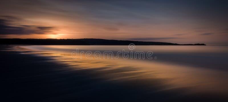 Ethereal Seascape στο ηλιοβασίλεμα, άμμοι Gwithian, Κορνουάλλη, UK στοκ εικόνες με δικαίωμα ελεύθερης χρήσης