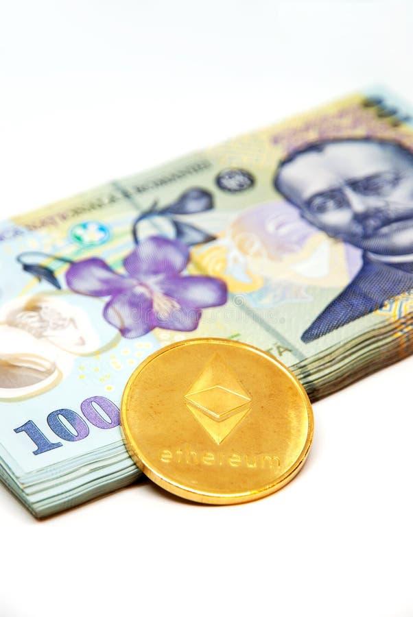 Ethereum和堆在白色背景的罗马尼亚货币罗恩列伊 免版税库存照片