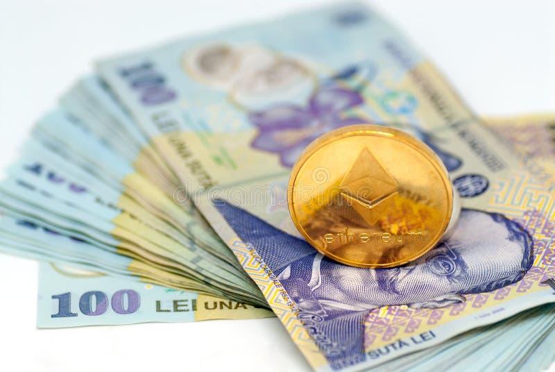 Ethereum和堆在白色背景的罗马尼亚货币罗恩列伊 免版税库存图片