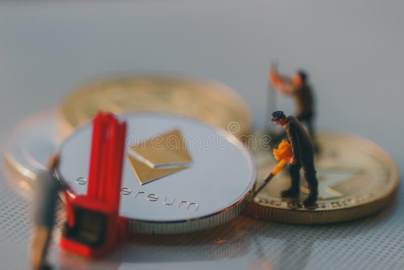 Ethereum górników postaci pracować obrazy stock