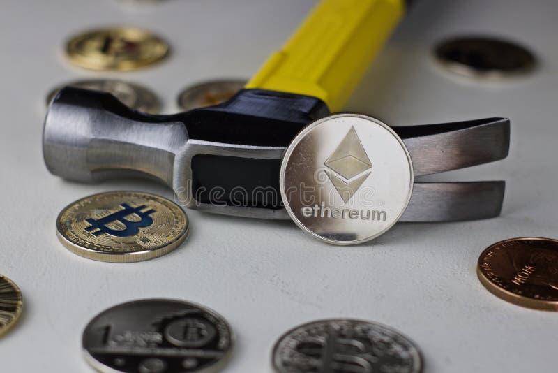 Ethereum młot i moneta zdjęcia royalty free